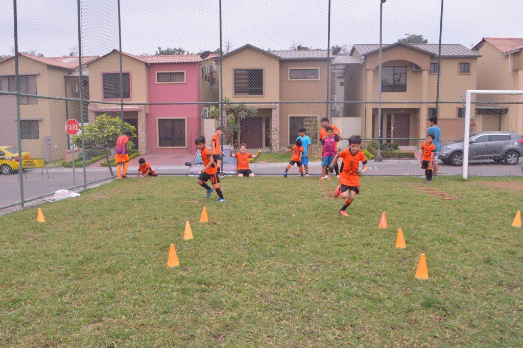 DSC 0414 min 1024x681 - Esmeralda festeja tercer aniversario de Escuela de Fútbol