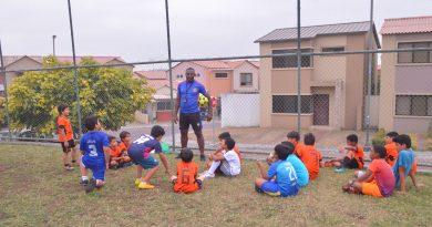 DSC 0471 min 390x205 - Esmeralda festeja tercer aniversario de Escuela de Fútbol