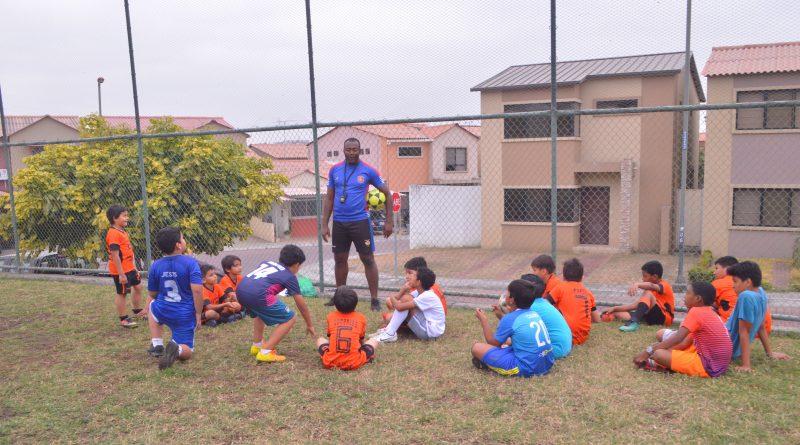 DSC 0471 min 800x445 - Esmeralda festeja tercer aniversario de Escuela de Fútbol