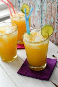 mango pina 201x300 - Reemplaza la cola con estas deliciosas bebidas